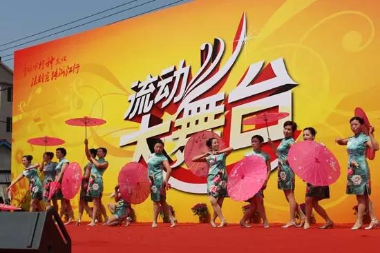 凤川幼儿园的小朋友们可爱的舞蹈《小苹果》逗得大家