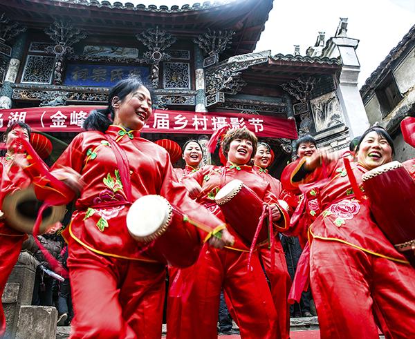 俞小玲《快乐的鼓手》 千岛湖金峰乡朱家村祠堂